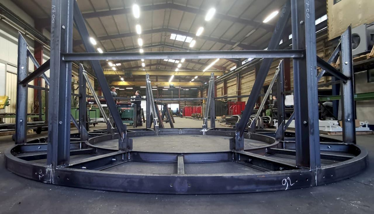 Stahlbau für ein Turmgestell aus gerollten U-Profilen